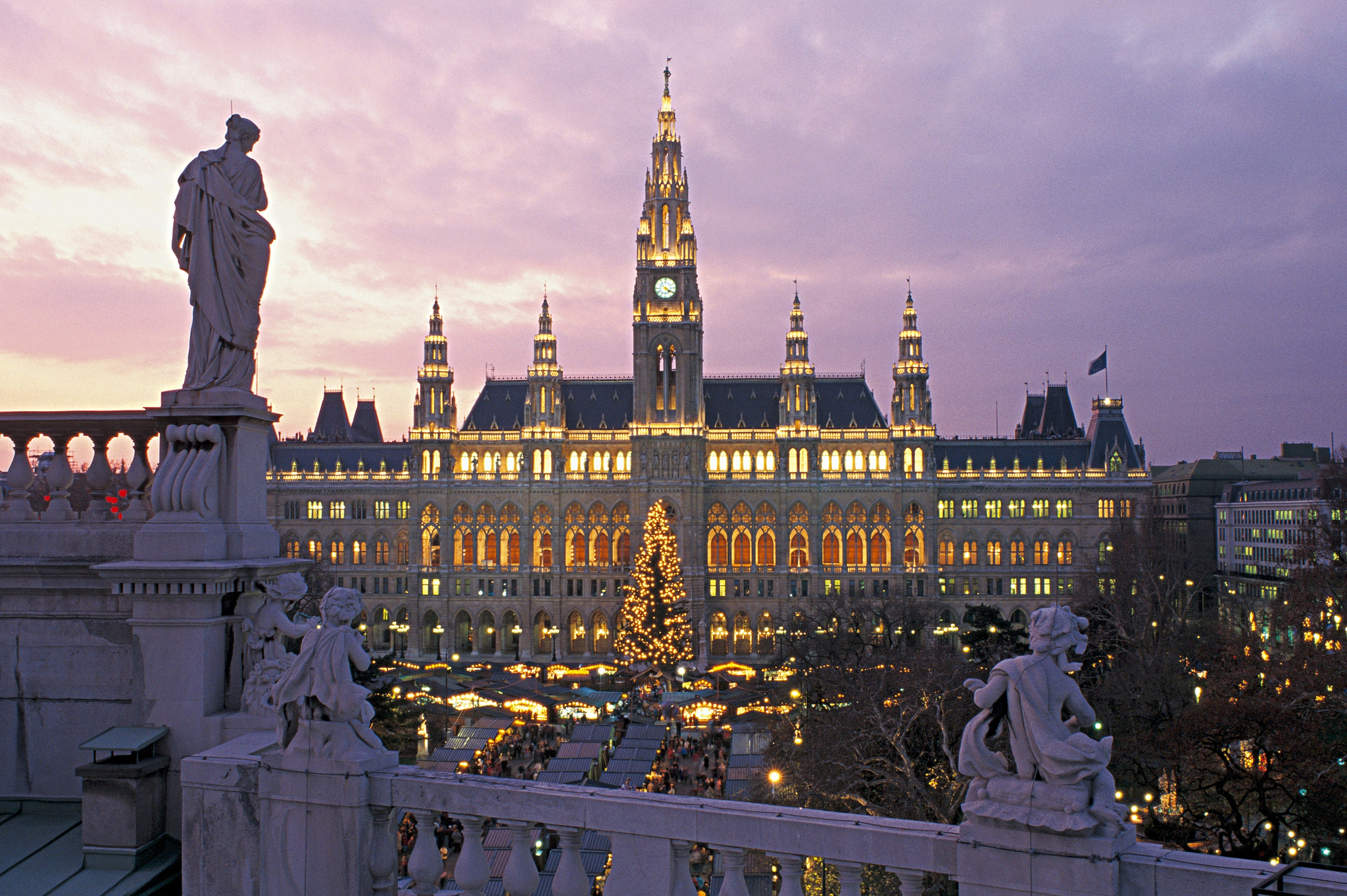 Town Hall in Vienna by night